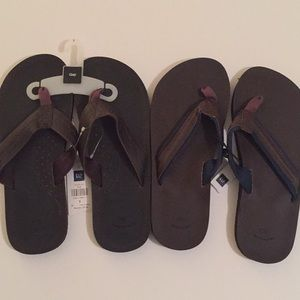 GAP NWT men's flip flops. 2 for less than 1!